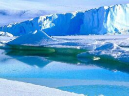Experts concern about giant Antarctic iceberg A68a